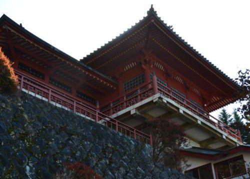高台に位置する五山堂