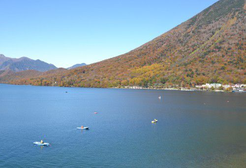 手打ちそばかつらから中禅寺湖を見た景色