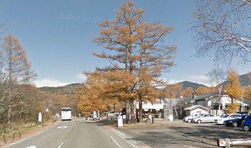 三本松茶屋の前の国道120号線