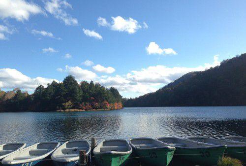 秋の湯ノ湖の様子
