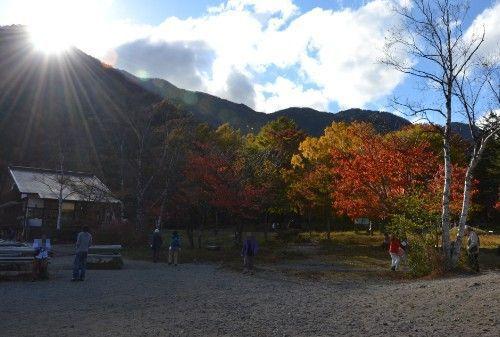 日光湯元レストハウスと紅葉
