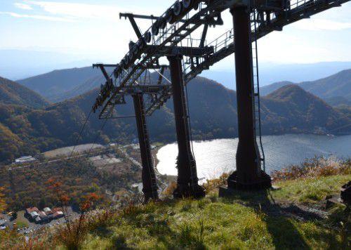 榛名山山頂駅から榛名湖の眺め