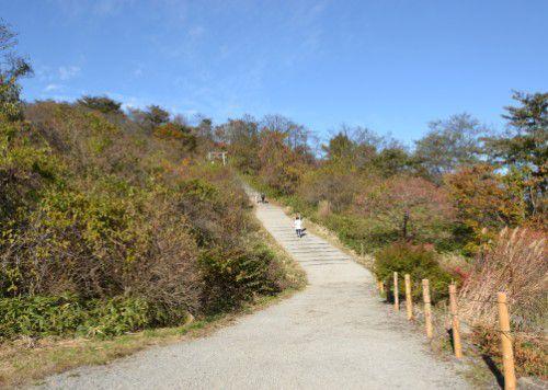 榛名富士山頂、榛名富士山神社を目指す道