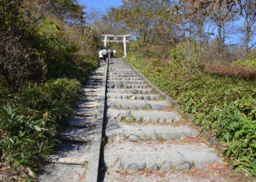 榛名富士山頂、榛名富士山神社を目指す階段