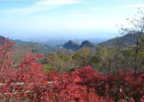 紅葉時期の榛名富士山頂からの景色