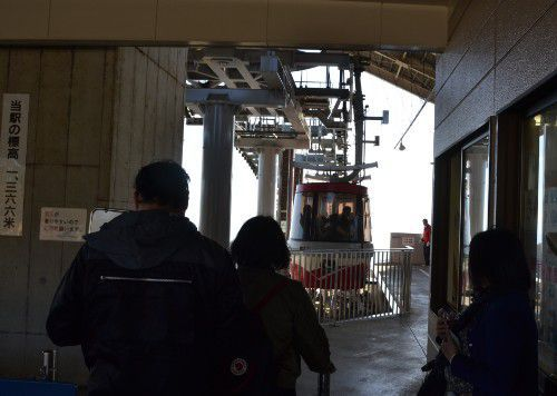 榛名山頂駅からロープウェイに乗る