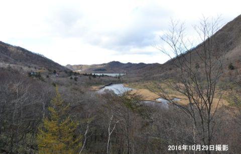 晩秋の鳥居峠から見える赤城大沼と覚満淵