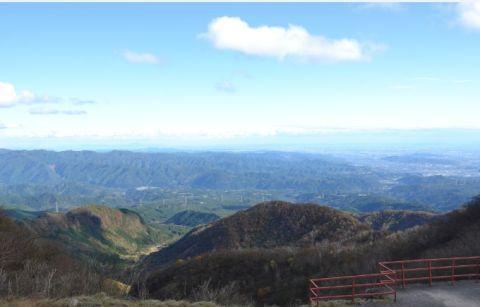 遠くまで見える晩秋の鳥居峠からの眺め