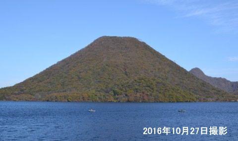 紅葉シーズンの榛名湖と榛名富士