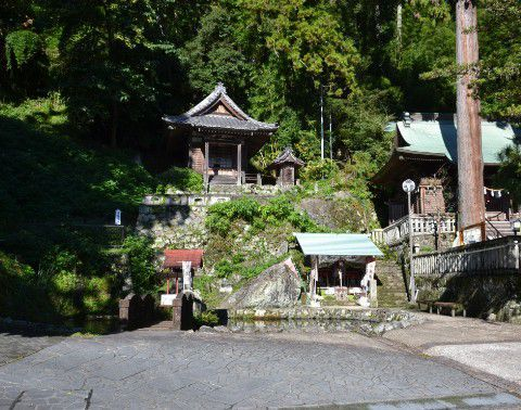 諏訪神社と清龍寺の池周辺