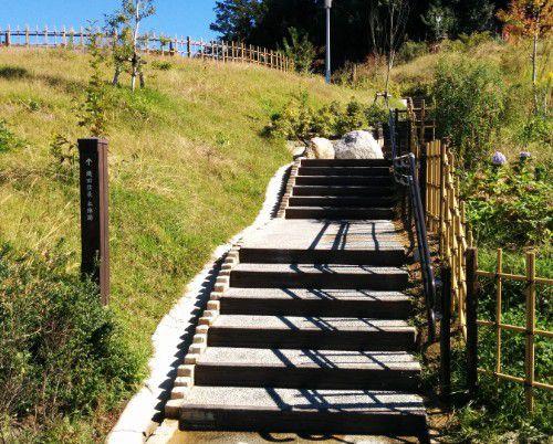 織田信長の陣跡への階段