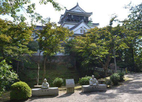 竹千代像と徳川家康像