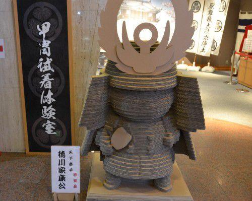 ダンボールでできた徳川家康公像