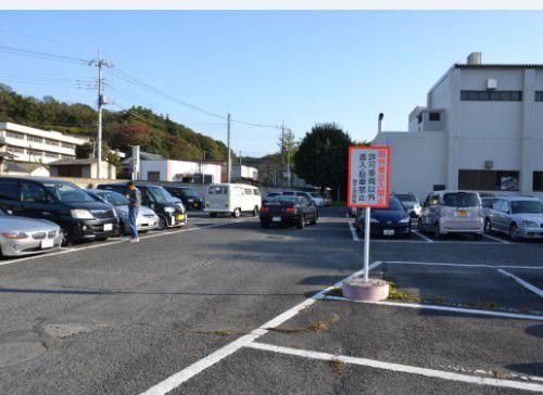 空きが目立つ朝8時過ぎの群大駐車場、