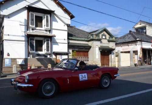 古い建物に似合うクラシックカー