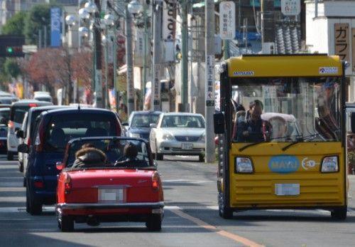 ダイハツコンパーノスパイダーと電気バス自動車