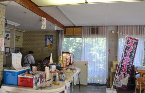 桐生が岡遊園地休憩所内の食堂