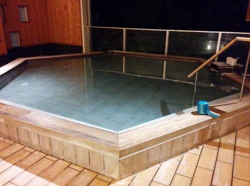 ひとと季の湯の半露天風呂