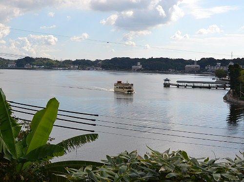 舘山寺から見える浜名湖遊覧船