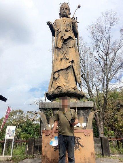 聖観音菩薩像と記念撮影