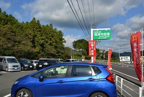 満車に近い龍潭寺駐車場の様子