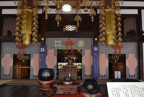 龍潭寺本堂の中の様子