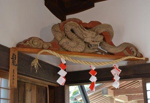 一刀彫りの龍