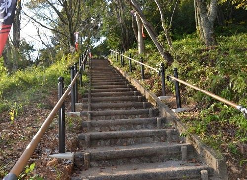 井伊谷城址までの階段