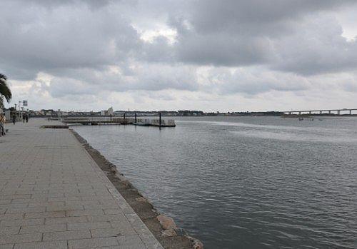 弁天島海浜公園の海岸線の様子