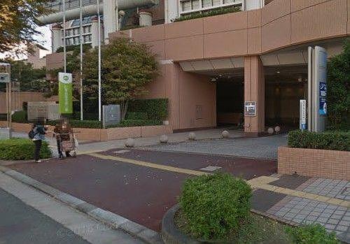 ホテル入口前の道路
