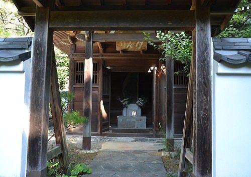 築山御前月窟廟入口