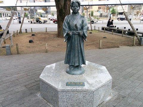 静岡駅の竹千代君像
