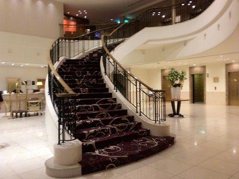 ロビー階の階段