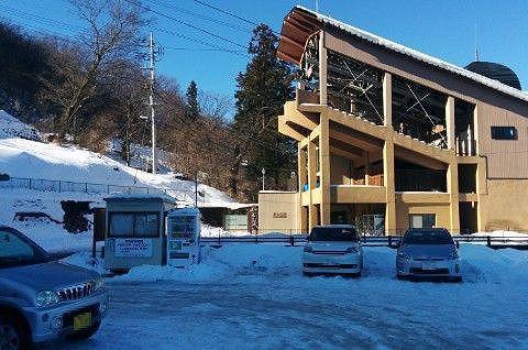 冬の駐車場の様子と不如帰駅