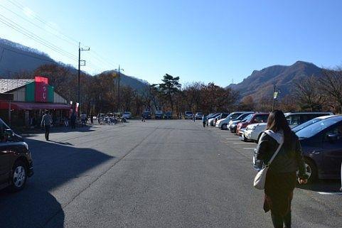 日曜日ほぼ満車状態の駐車場