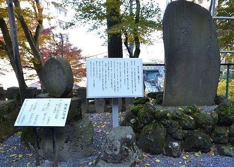 松尾芭蕉の句碑や高山彦九郎の腰掛けの石