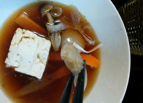 そばつゆに豆腐や野菜など