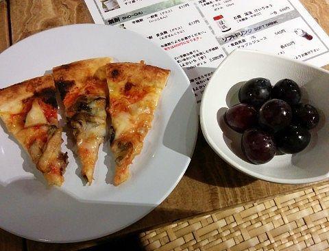 ピザと巨峰