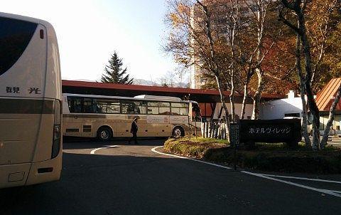 ホテルエントランス前のバス