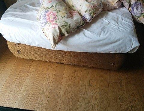 ボロボロなベッドマット