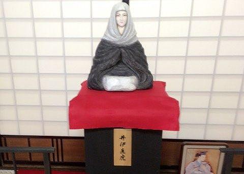 次郎法師の像