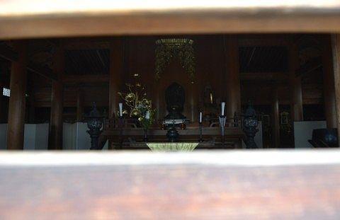 建物内の仏像