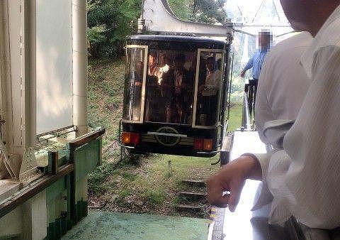 久能山駅での満員のゴンドラ