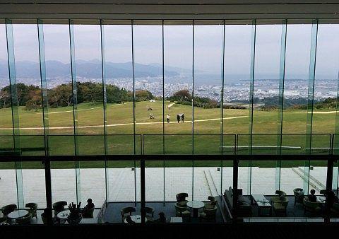 日本平ホテルの大きなガラス窓の様子