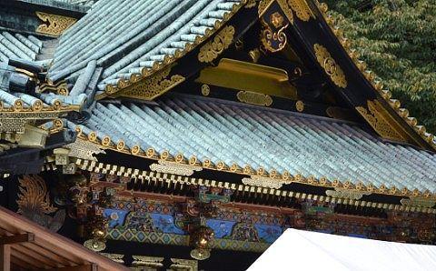 拝殿の彫刻の様子