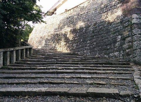 久能山に登る階段の様子