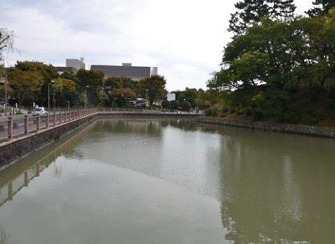 駿府城の堀の様子
