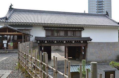 東御門の裏側