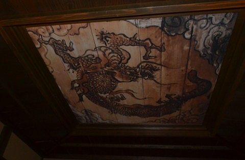手習い間の天井の龍