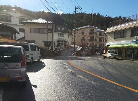 新湯温泉街前の道路